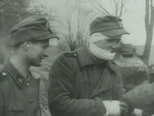 Les Jeunesses hitlériennes - Les enfants du Reich !!! Wounde10