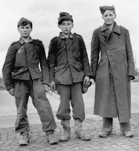Les Jeunesses hitlériennes - Les enfants du Reich !!! Wwiiar10