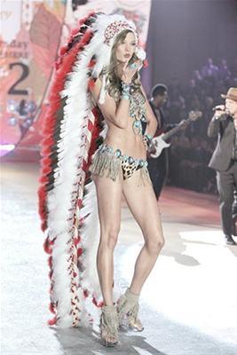 Victoria's Secret : la coiffe indienne créé la polémique Cercle45