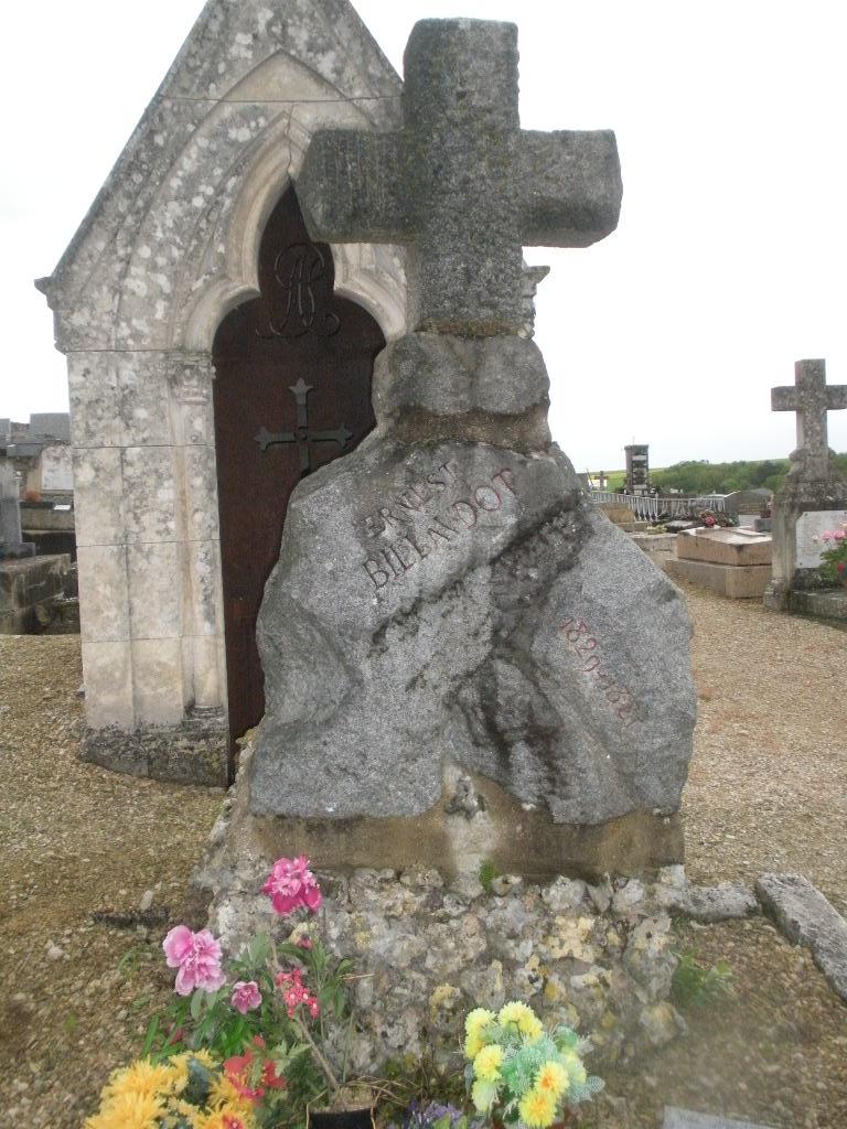 La Tombe de Jules Charles Ernest Billaudot dit le Mage Edmond  La_tom24