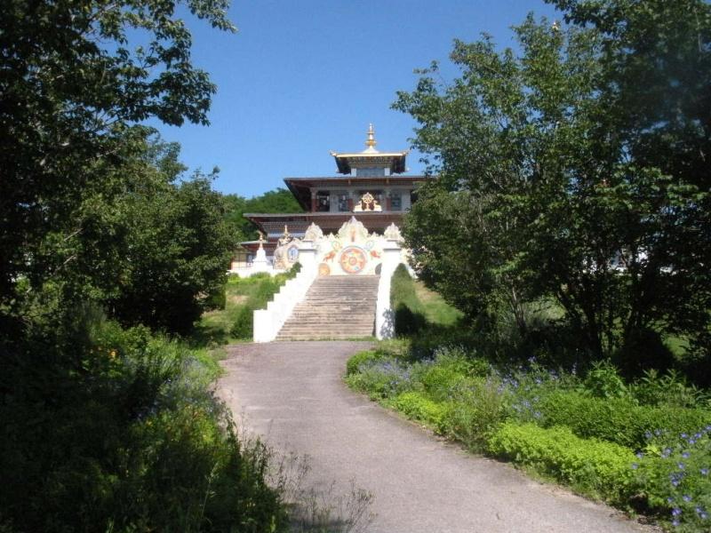 Le temple des Milles Bouddhas en Bourgogne Le_tem11
