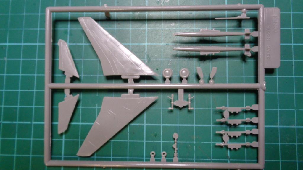 [OTAKI] NORTH AMERICAN F-100 D SUPER SABRE Réf A2 1/144ème Dsc05720