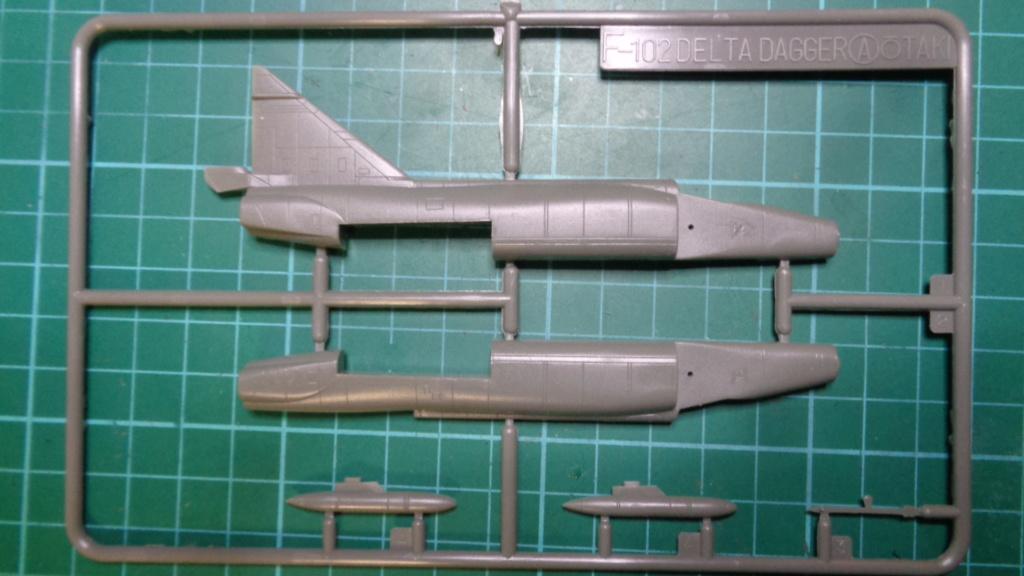 """CONVAIR F 102 A """"DELTA DAGGER"""" 1/144 ARII et Otaki 1/144 Dsc05740"""