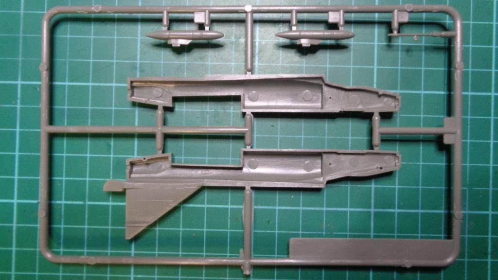 """CONVAIR F 102 A """"DELTA DAGGER"""" 1/144 ARII et Otaki 1/144 Dsc05741"""