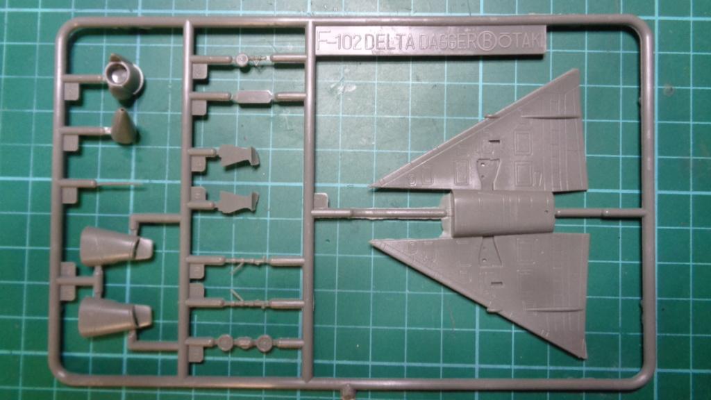 """CONVAIR F 102 A """"DELTA DAGGER"""" 1/144 ARII et Otaki 1/144 Dsc05743"""