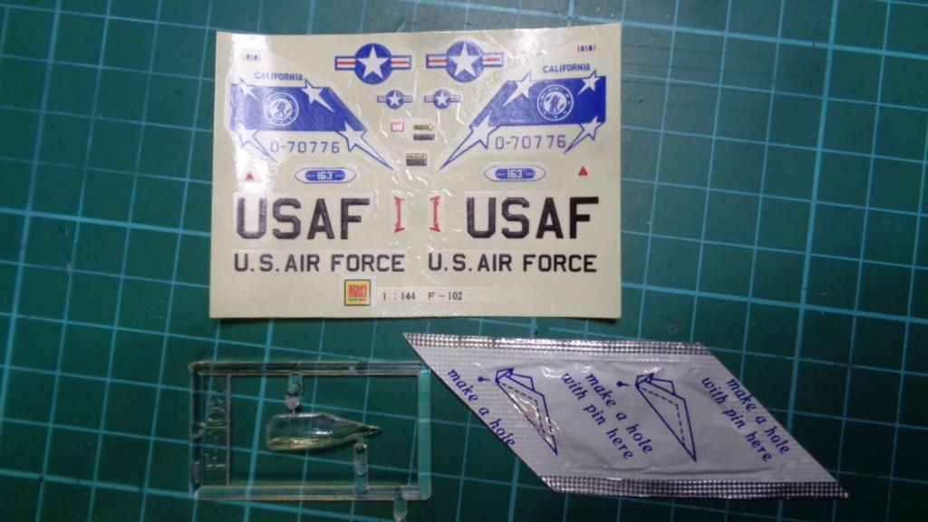 """CONVAIR F 102 A """"DELTA DAGGER"""" 1/144 ARII et Otaki 1/144 Dsc05744"""