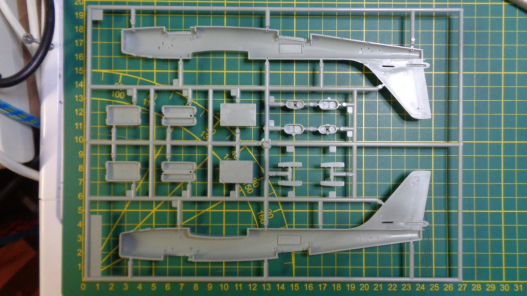 Academy Boeing B 47 B, E & RB 47 H 1/144 Ref: 12618 Dsc05855