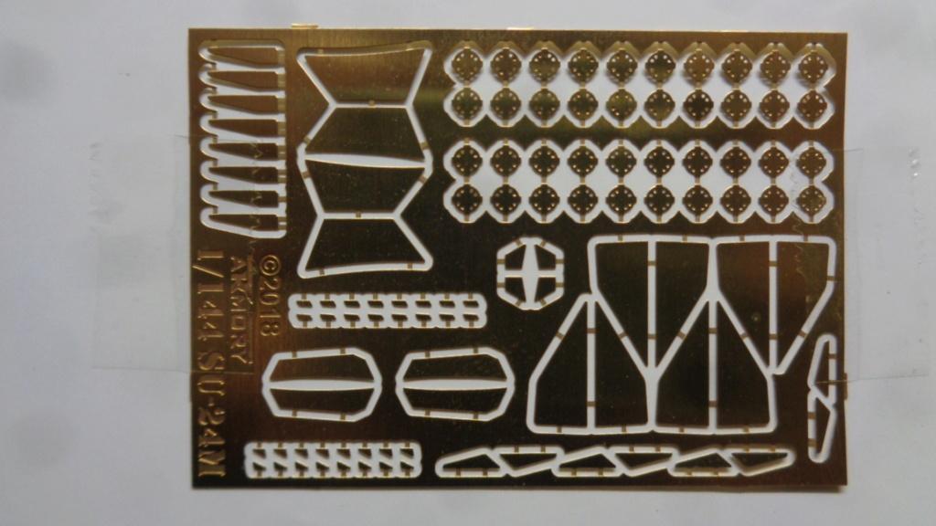 """Soukhoï SU 24 M """"FENCER-D"""" 1/144 ARMORY Dsc07030"""