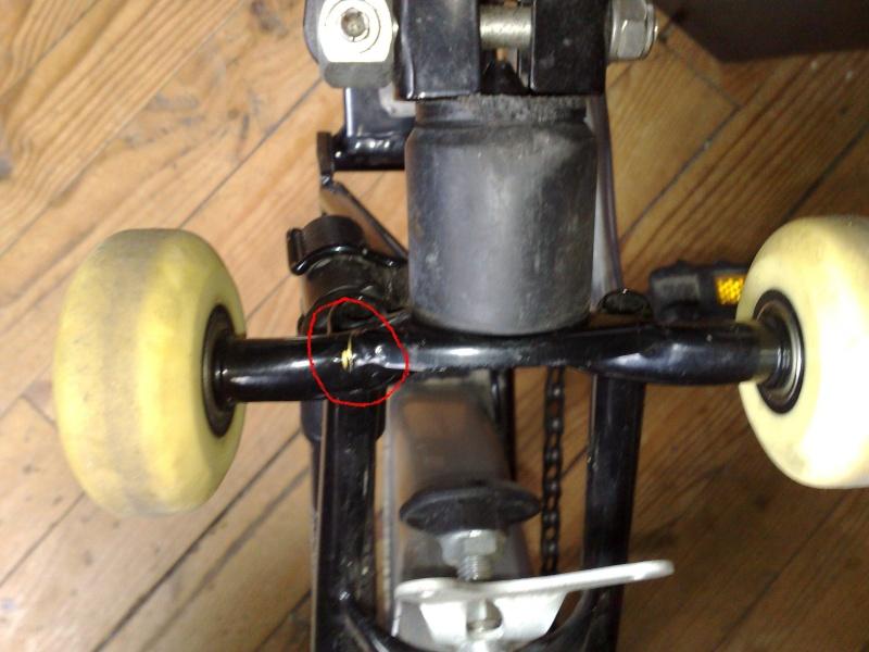 roulettes - Casse des supports roulettes / S'asseoir sur le Brompton plié 13072012