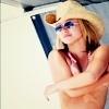 Hayden Elena Carlos. Handen10