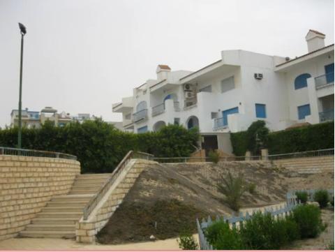 اشترى وصيف فورا بقرية اللوتس شقة تطل على حمام سباحة وترى البحر 111