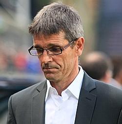 Jean-Louis Garcia la rupture anticipée de son contrat  20041610