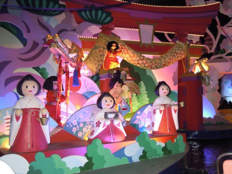It's small world re- décoré  pour Noël - Page 6 Charlo10