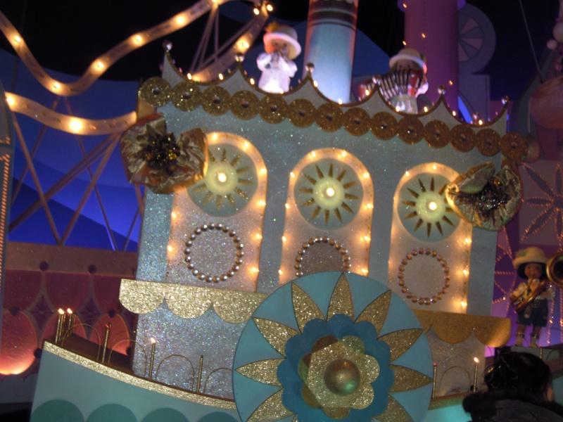 It's small world re- décoré  pour Noël - Page 6 Charlo12