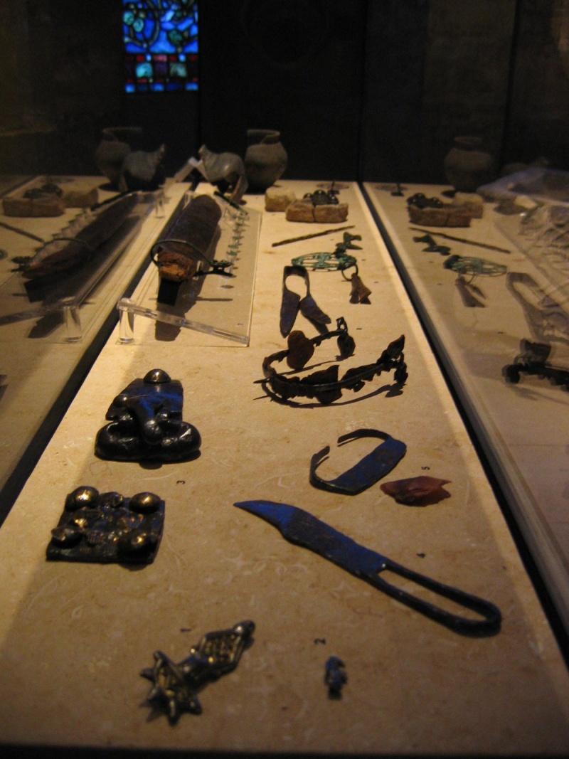 Tombe et restes humains de la reine Arégonde  15710