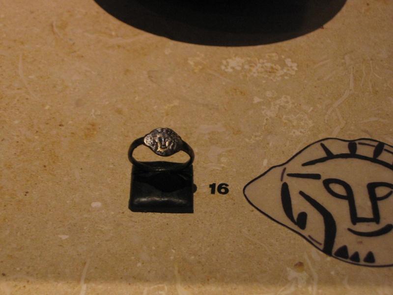 Tombe et restes humains de la reine Arégonde  15810