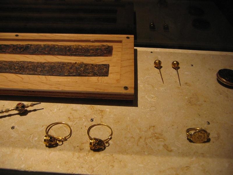 Tombe et restes humains de la reine Arégonde  15910