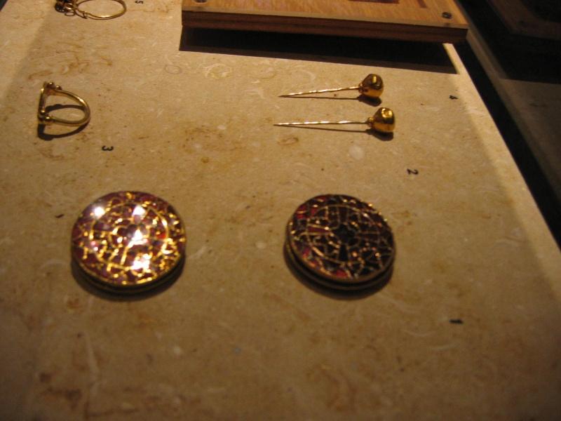 Tombe et restes humains de la reine Arégonde  16110