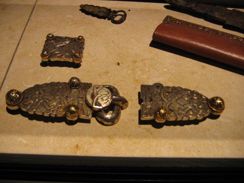 Tombe et restes humains de la reine Arégonde  16210