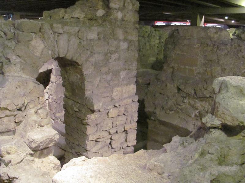Crypte archéologique Img_8617