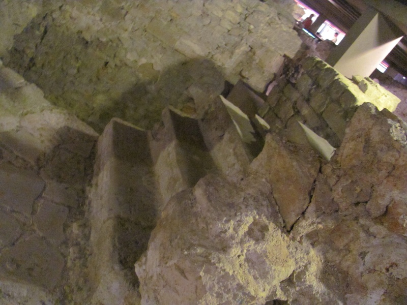 Crypte archéologique Img_8618