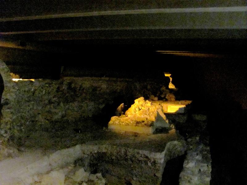 Crypte archéologique Img_8619