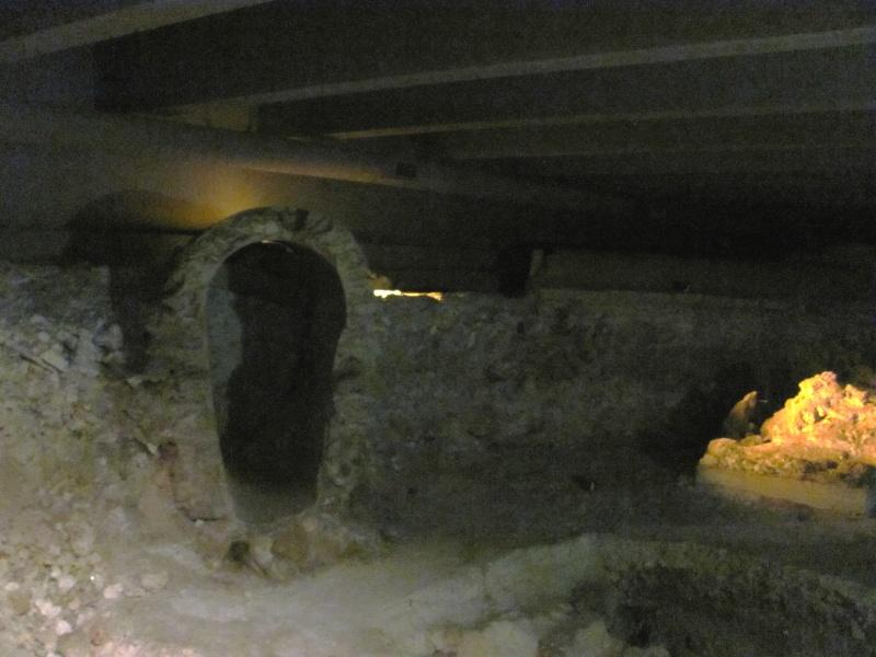 Crypte archéologique Img_8620