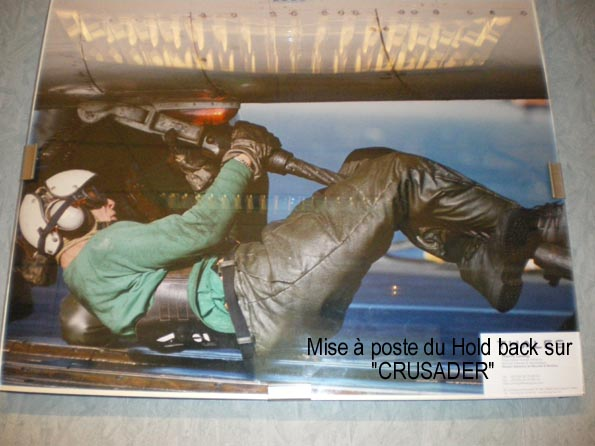 les installations aviations sur portes avions - [Divers Portes avions classiques] Les installations aviations sur les portes avions - Page 3 Hold_b10