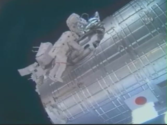 [STS124-Discovery] EVA2 209_7327