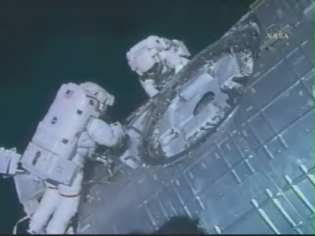 [STS124-Discovery] EVA2 209_7328