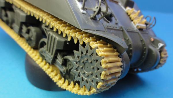 (Denis Simon) M4A4 Sherman Austerlitz - Page 2 Chenil10
