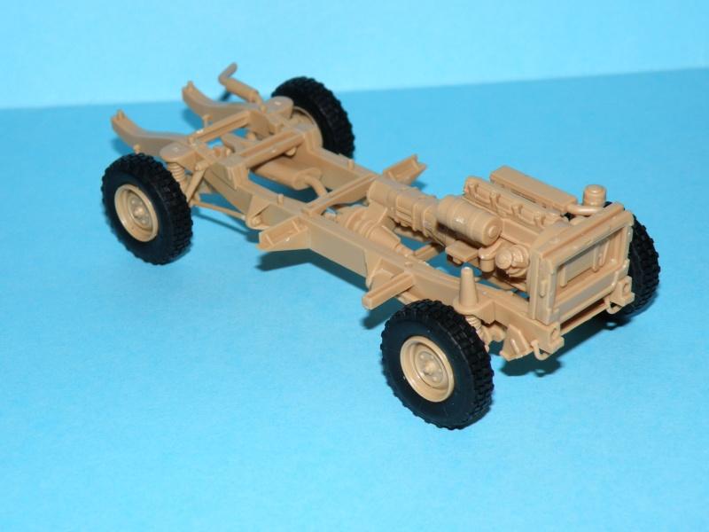 land rover RSOV hobby boss 1/35e ( Fafa )  Pc100010