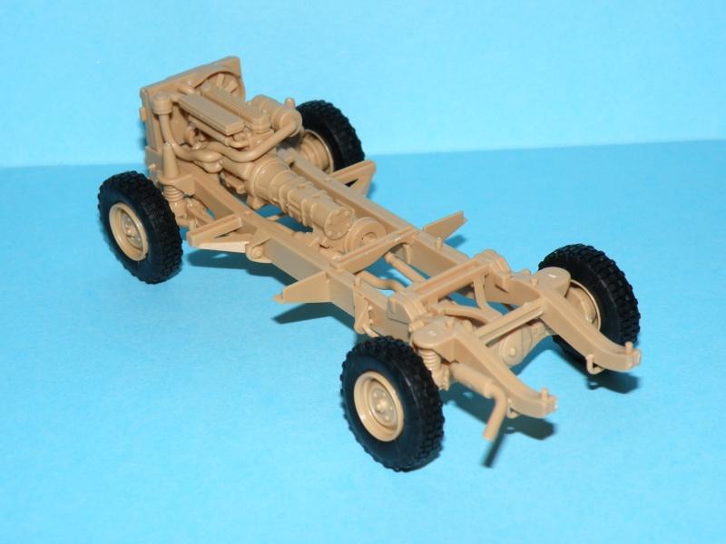 land rover RSOV hobby boss 1/35e ( Fafa )  Pc100012
