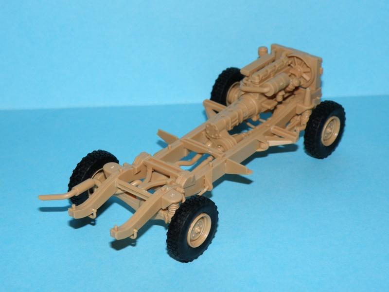 land rover RSOV hobby boss 1/35e ( Fafa )  Pc100013