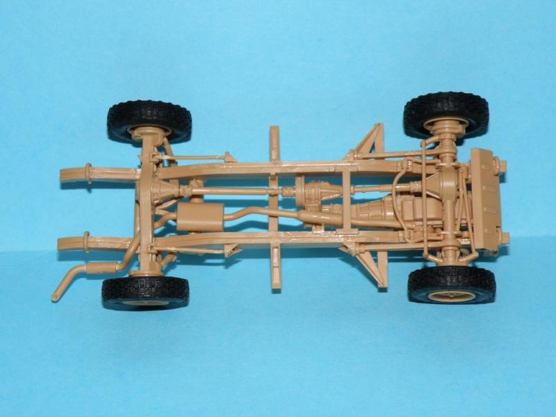 land rover RSOV hobby boss 1/35e ( Fafa )  Pc100014