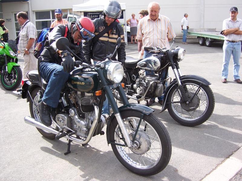 Rrassemblement de vieux véhicules à Sainte 100_1256