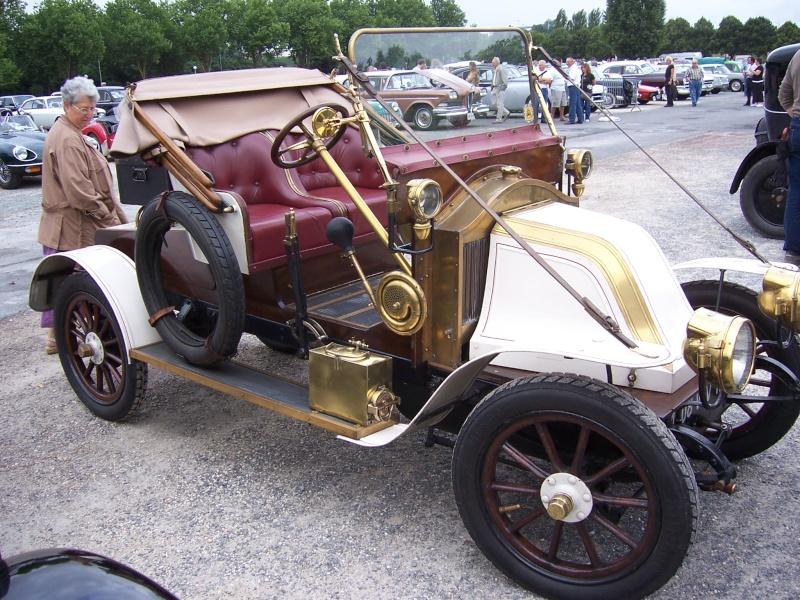 Rrassemblement de vieux véhicules à Sainte 100_1257