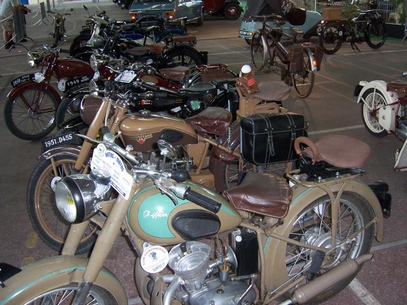 Rrassemblement de vieux véhicules à Sainte 100_1312