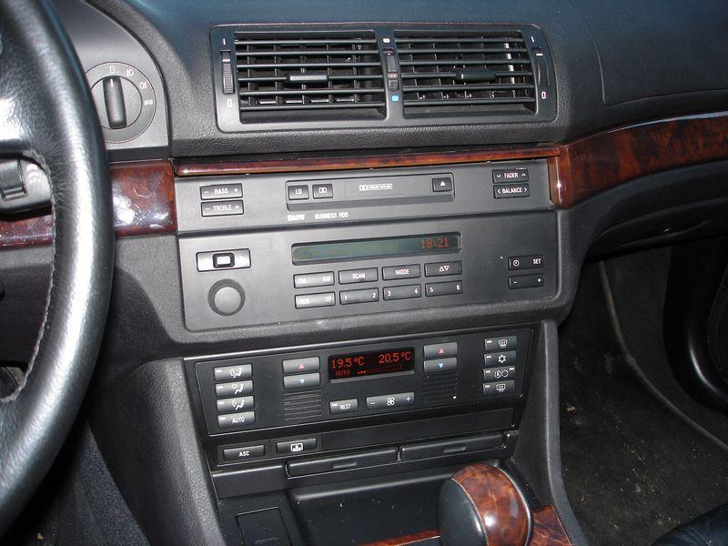 Quel poste equipe votre voiture, on vous ecoute - Page 3 Tn_dsc25