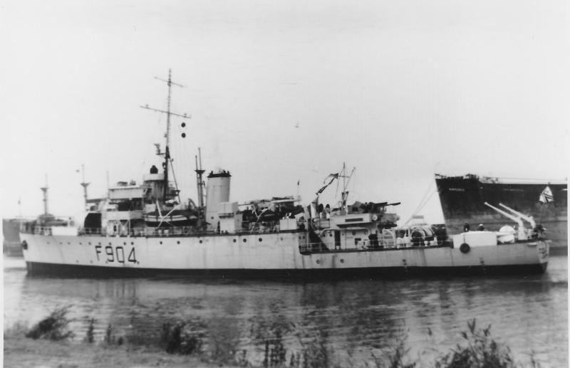 M/F 904 Debrouwer (ex HMS Spanker) - Page 2 De_bro10