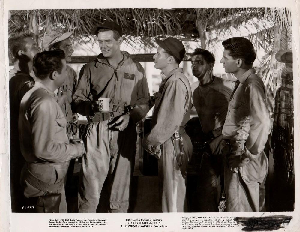 Les Diables de Guadalcanal - Flying Leathernecks - 1951 - Page 2 Duke_517