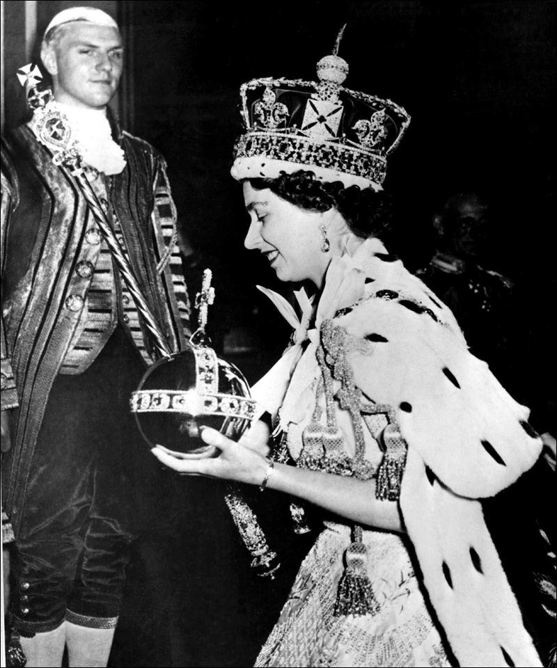 E II R Diamond Jubilee Queen-10