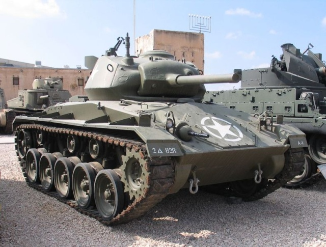 Le M24 Chaffee 791px-10