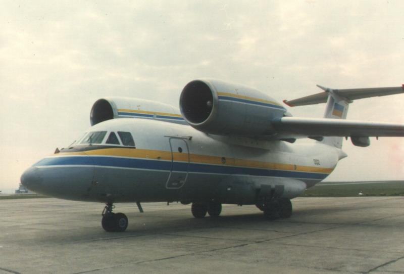 Aeroportul Suceava (Stefan Cel Mare) - 1994 - 2007 An-72_12