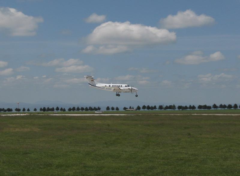 Aeroportul Suceava (Stefan cel Mare) - 2008 - Pagina 2 Img_6013