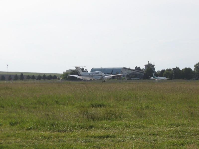 Aeroportul Suceava (Stefan cel Mare) - 2008 - Pagina 2 Img_6025