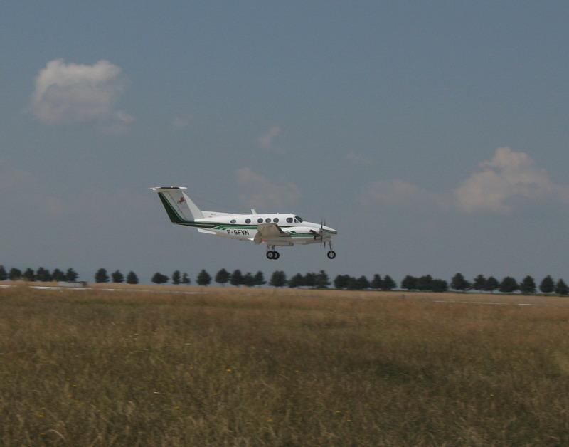 Aeroportul Suceava (Stefan cel Mare) - 2008 - Pagina 3 Img_7622