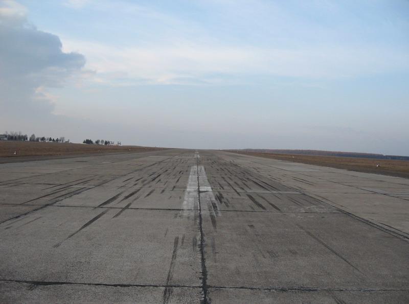 Aeroportul Suceava (Stefan Cel Mare) - 1994 - 2007 Rwy3410