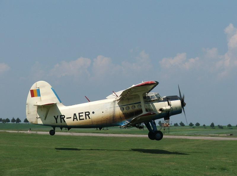 Antonov An-2 Yr-aer10