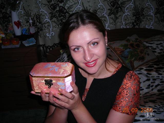 Ты прекрасна,спору нет )) открой  личико 111
